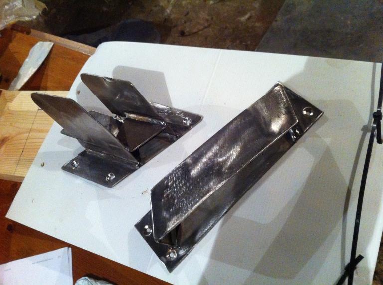 119 ) Spare oar stowage brackets